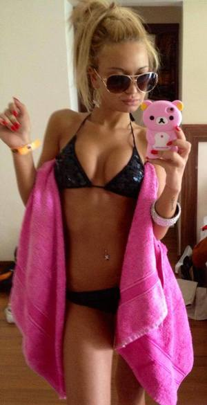 Joanna is looking for adult webcam chat